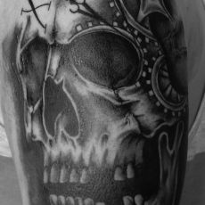 Patrick_VIehmann_Skull-Guns_N_Ink-Felix_Koch