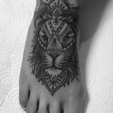 Ronja_Lion-Mandala-Guns_N_Ink-Felix_Koch
