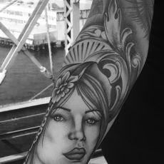Nicole_Madonna_Guns_N_Ink-Felix_Koch