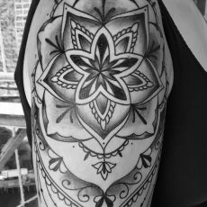 Lea_Mandala_Guns_N_Ink-Felix_Koch