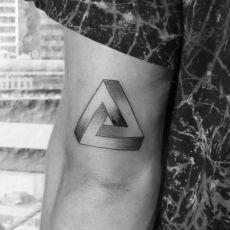 Yannick_Dreieck_Tattoo-Guns_N_Ink-Felix_Koch